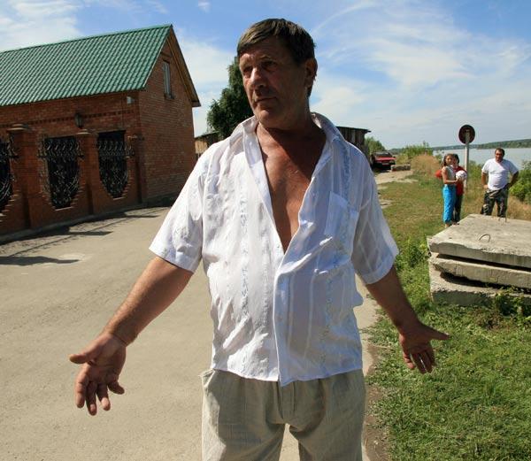 Сергей Никитенко (Бугаенко) в месте ''боевой славы''. 2008. Фото Олега Укладова