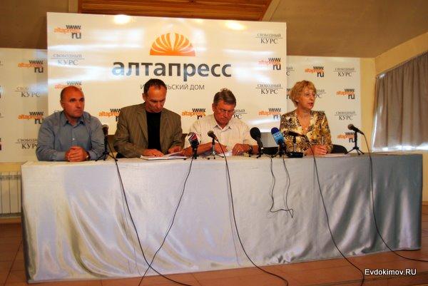 Анатолий КРЫЛОВ, Василий ЗИБРОB, Сергей ЧЕГОДАЕВ и Наталья РЯБЦЕВА