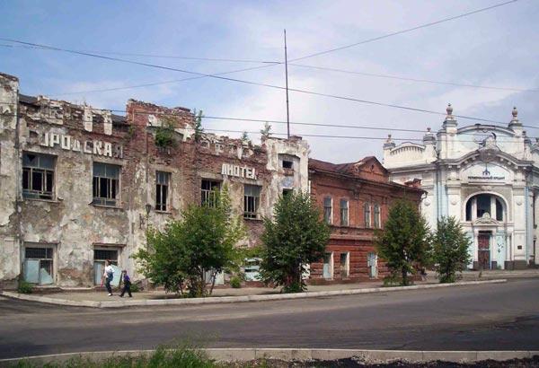 Библиотка имени Василия Макаровича Шукшина. И символ города Бийска - пассаж Второва-Фирсова.