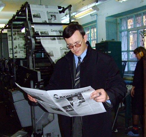 Евгений Залесов в типографии «Катунь»